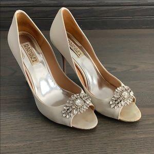 Badgley Mischka womans white heels.